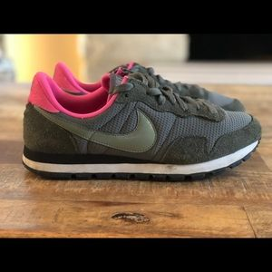 Nike Air Grey & Pink Women's size 9